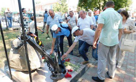Торжественное открытие памятника военным морякам и морским пехотинцам